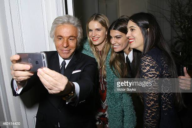 Giancarlo Giammetti takes a selfie with Eugenie Niarchos Bianca Brandolini DÕAdda and Noor Fares during the party for Dasha Zhukova' cover for Wall...