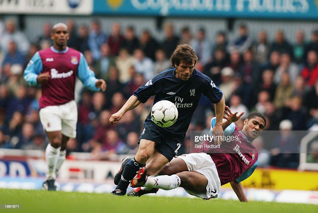 Gianfranco Zola of Chelsea and Glen Johnson of West Ham United : News Photo