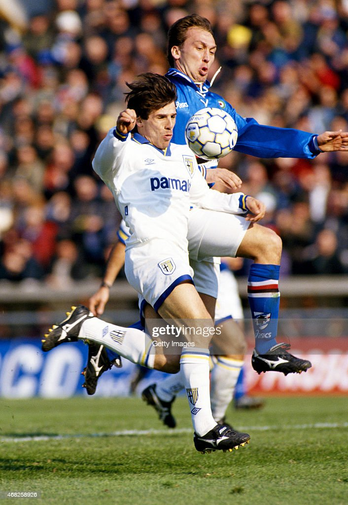 Gianfranco Zola of Parma FC (l) is challenged by David Platt of Sampdoria during a Serie A match on March 12, 1995 in Parma, Italy.