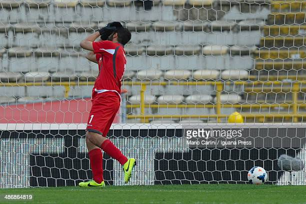 Gianluca Curci goalkeeper of Bologna FC shows his dejection after the second goal of ACF Fiorentina during the Serie A match between Bologna FC and...