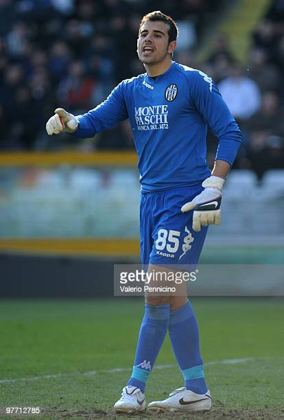 Gianluca Curci of AC Siena issues instructions during the Serie A match between Juventus FC and AC Siena at Stadio Olimpico di Torino on March 14...