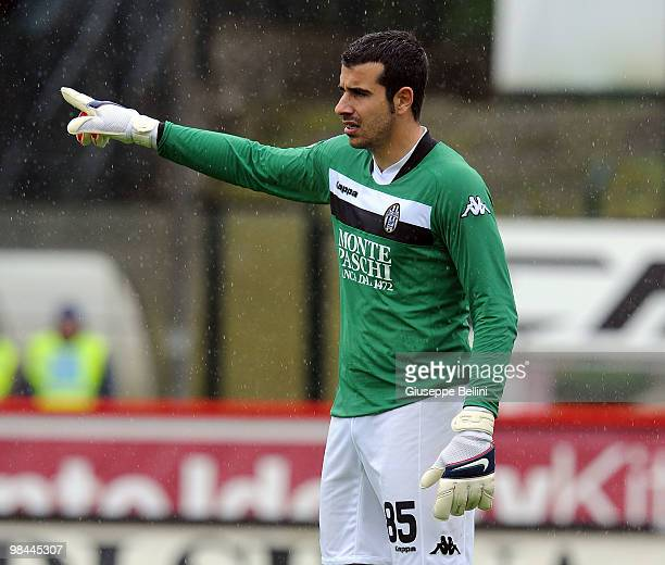 Gianluca Curci of Siena in action during the Serie A match between AC Siena and AS Bari at Stadio Artemio Franchi on April 11 2010 in Siena Italy