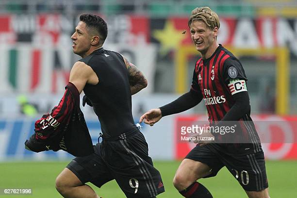 Gianluca Lapadula of AC Milan celebrates his goal during the Serie A match between AC Milan and FC Crotone at Stadio Giuseppe Meazza on December 4...