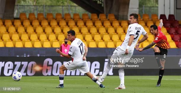Gianluca Lapadula of Benevento Calcio scores their team's first goal during the Serie A match between Benevento Calcio and FC Crotone at Stadio Ciro...