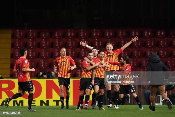 Gianluca Lapadula of Benevento celebrates scoring the 2nd Benevento goal with team mates during the Serie A match between Benevento Calcio and Torino...