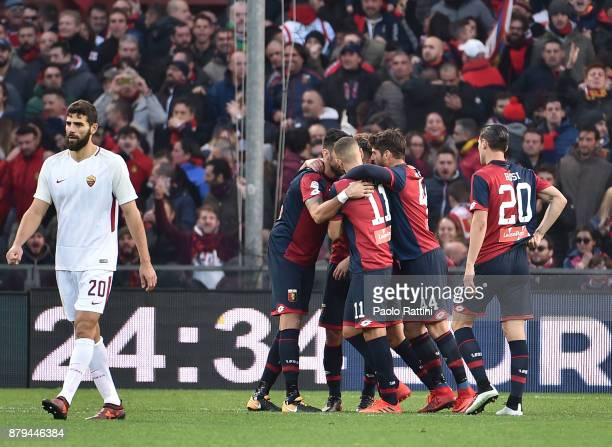 Gianluca Lapadula of Genoa celebrates with team mates after scoring 11 during the Serie A match between Genoa CFC and AS Roma at Stadio Luigi...