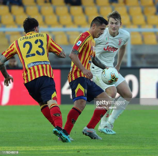 Gianluca Lapadula of Lecce competes for the ball with Matthijs De Ligt of Juventus during the Serie A match between US Lecce and Juventus at Stadio...