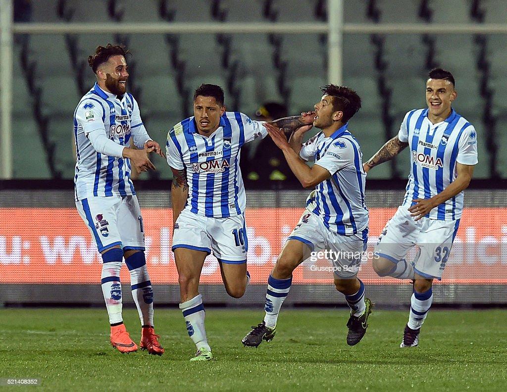 Gianluca Lapadula of Pescara Calcio celebrates after ...