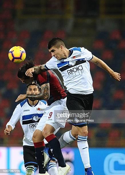 Gianluca Mancini of Atalanta BC heads the ball during the Serie A match between Bologna FC and Atalanta BC at Stadio Renato Dall'Ara on November 4...