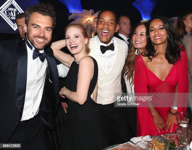 Gianluca Passi Jessica Chastain Will Smith Eva Cavalli and Rula Jebreal attends the amfAR Gala Cannes 2017 at Hotel du CapEdenRoc on May 25 2017 in...