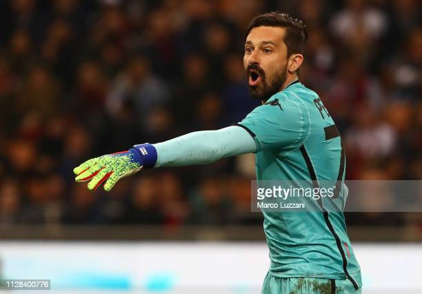 Gianluca Pegolo of US Sassuolo directs his defense during the Serie A match between AC Milan and US Sassuolo at Stadio Giuseppe Meazza on March 2...