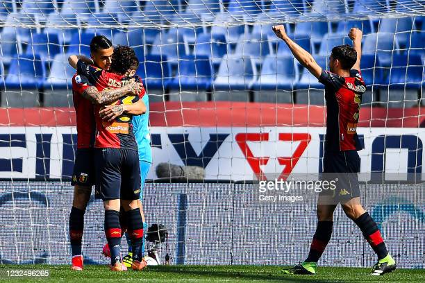 Gianluca Scamacca of Genoa celebrates with his team-mates Mattia Destro and Edoardo Goldaniga after scoring a goal during the Serie A match between...