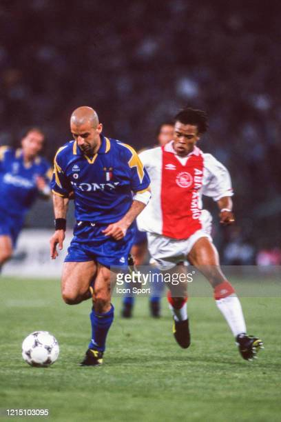 Gianluca VIALLI of Juventus and Edgar DAVIDS of Ajax during the Champions League Final match between Ajax Amsterdam and Juventus Turin at Stadio...
