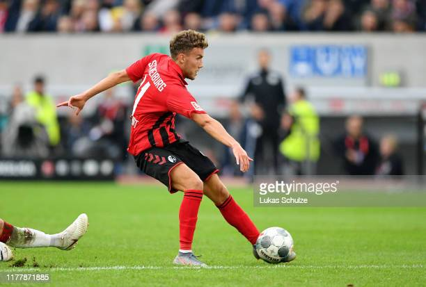 GianLuca Waldschmidt of SportClub Freiburg scores his team's second goal during the Bundesliga match between Fortuna Duesseldorf and SportClub...