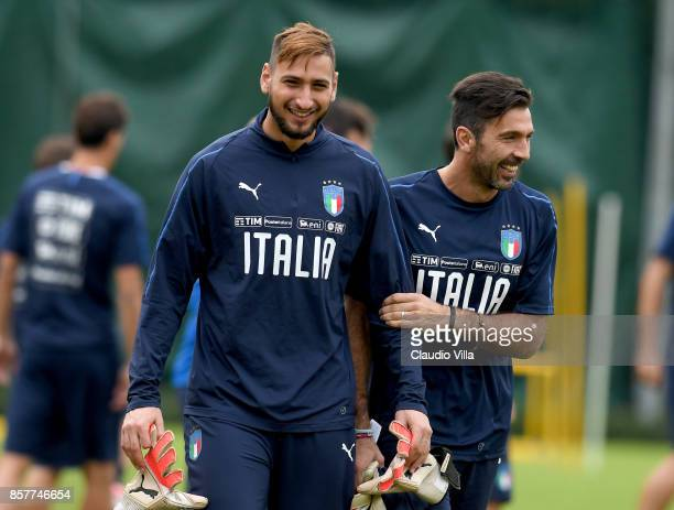 Gianluigi Buffon and Gianluigi Donnarumma of Italy chat during a training session at Italy club's training ground at Coverciano on October 5, 2017 in...