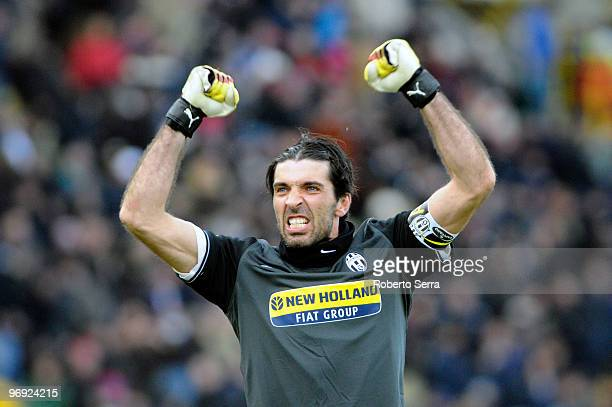 Gianluigi Buffon goal keeper of Juventus FC celebrates during the Serie A match between Bologna FC and Juventus FC at Stadio Renato Dall'Ara on...