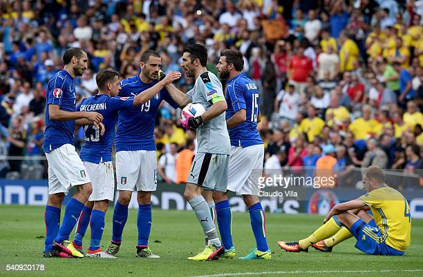 Gianluigi Buffon of Italy celebrates victory with teammates following the UEFA EURO 2016 Group E match between Italy and Sweden at Stadium Municipal...