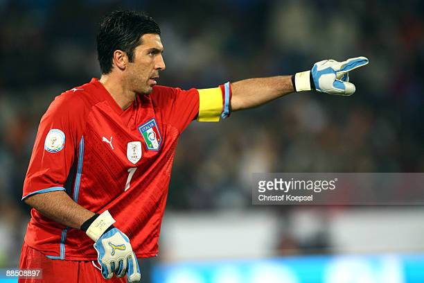 Gianluigi Buffon of Italy issues instructions to the team during the FIFA Confederations Cup match between USA and Italy at Loftus Versfeld Stadium...