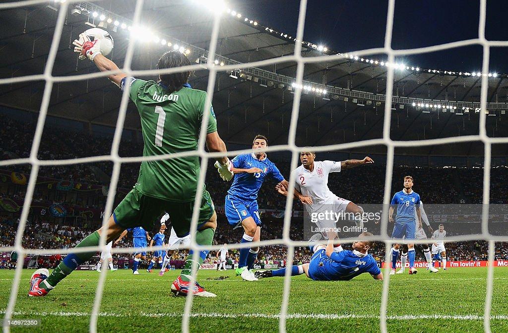 England v Italy - UEFA EURO 2012 Quarter Final : ニュース写真