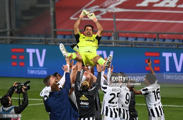 Gianluigi Buffon of Juvent Cristiano Ronaldo of Juventus celebrates with his team during the TIMVISION Cup Final between Atalanta BC and Juventus on...
