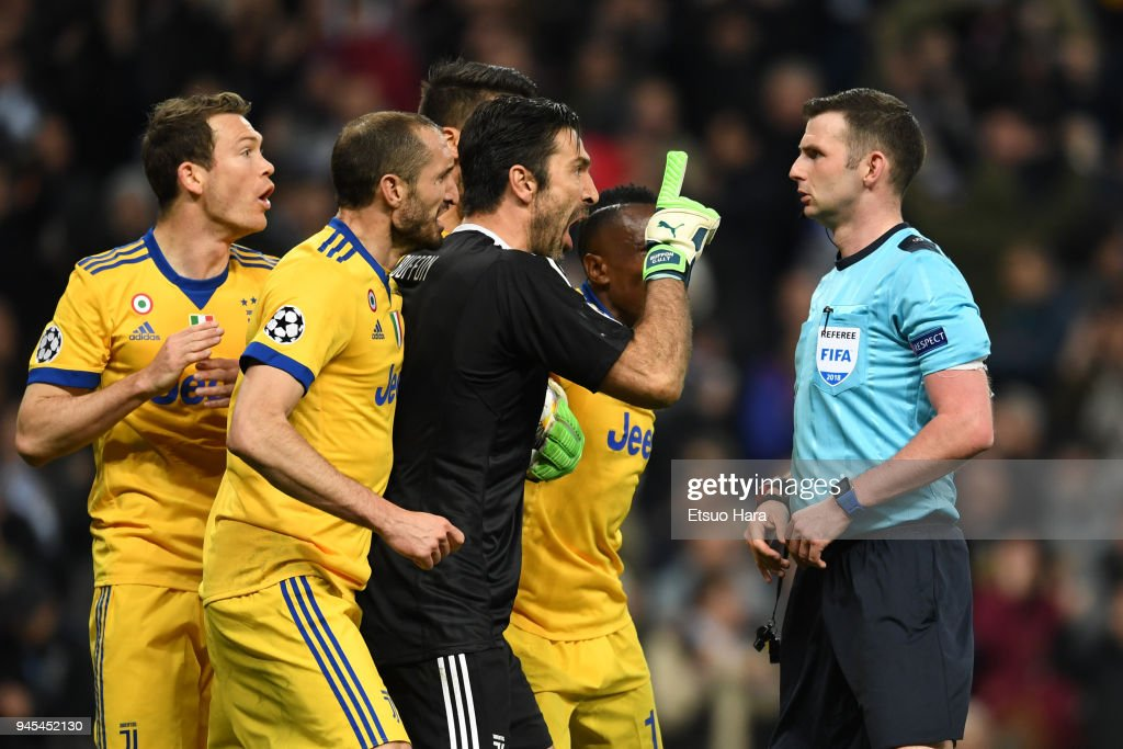 Gianluigi Buffon protests prior to be shown a red card during the UEFA Champions League quarter final second leg match between Real Madrid and Juventus at Estadio Santiago Bernabeu on April 11, 2018 in Madrid, Spain.