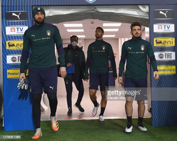 Gianluigi Donnarumma and Alessandro Florenzi of Italy arrive for a training session at Gewiss Stadium on October 13, 2020 in Bergamo, Italy.