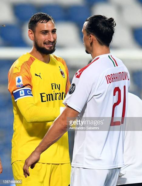 Gianluigi Donnarumma and Zlatan Ibrahimovic of AC Milan celebrate the victory after the Serie A match between US Sassuolo and AC Milan at Mapei...