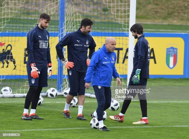 Gianluigi Donnarumma, Gianluigi Buffon, head coach Italy Luigi Di Biagio and Mattia Perin chat during a Italy training session at Centro Tecnico...
