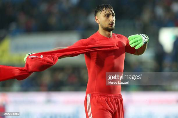 Gianluigi Donnarumma of AC Milan at the end of the serie A match between Atalanta BC and AC Milan at Stadio Atleti Azzurri d'Italia on May 13 2018 in...