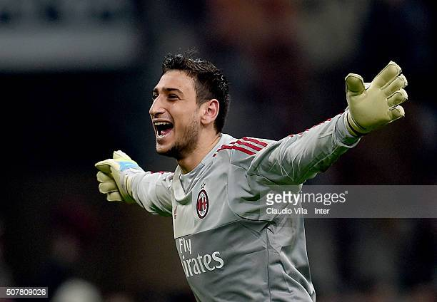 Gianluigi Donnarumma of AC Milan celebrates at the end of the Serie A match between AC Milan and FC Internazionale Milano at Stadio Giuseppe Meazza...