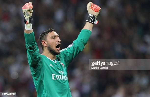 Gianluigi Donnarumma of AC Milan celebrates his teammates goal during the Serie A match between AC Milan and Cagliari Calcio at Stadio Giuseppe...