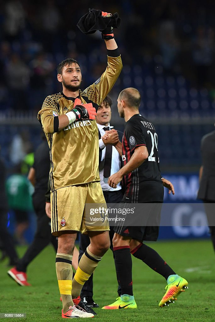 Gianluigi Donnarumma of AC Milan celebrates victory at the end of the Serie A match between UC Sampdoria and AC Milan at Stadio Luigi Ferraris on September 16, 2016 in Genoa, Italy.