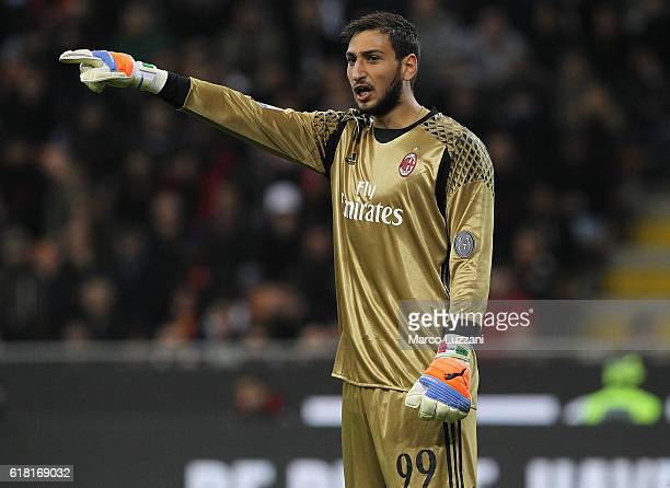 Gianluigi Donnarumma of AC Milan directs his defense during the Serie A match between AC Milan and Juventus FC at Stadio Giuseppe Meazza on October...