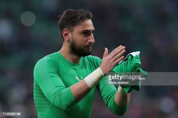 Gianluigi Donnarumma of AC Milan greets the fans at the end of the Serie A match between AC Milan and Frosinone Calcio at Stadio Giuseppe Meazza on...
