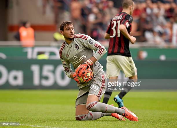 Gianluigi Donnarumma of AC Milan in action during the Serie A match between AC Milan and US Sassuolo Calcio at Stadio Giuseppe Meazza on October 25...
