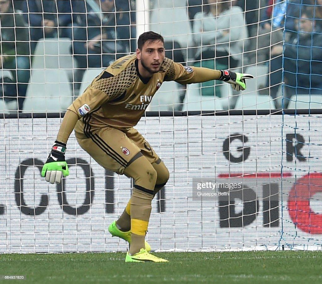 Pescara Calcio v AC Milan - Serie A : News Photo