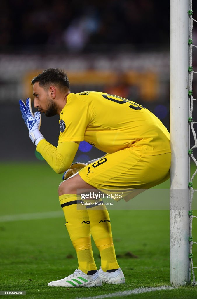 Gianluigi Donnarumma of AC Milan issues instructions to his ...