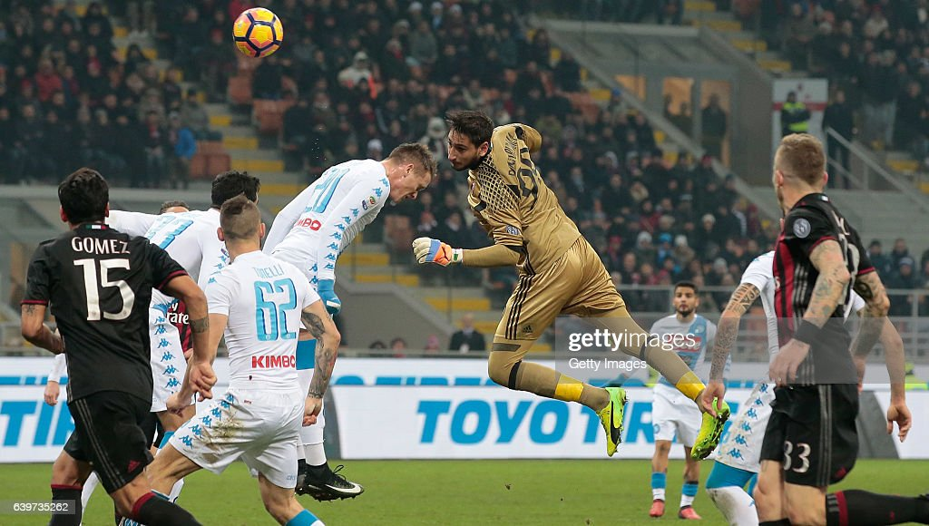 AC Milan v SSC Napoli - Serie A : Fotografía de noticias