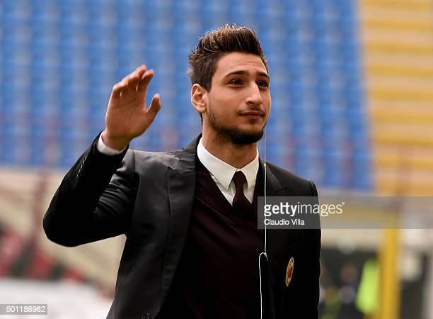 Gianluigi Donnarumma of AC Milan reacts prior to the Serie A match betweeen AC Milan and Hellas Verona FC at Stadio Giuseppe Meazza on December 13...