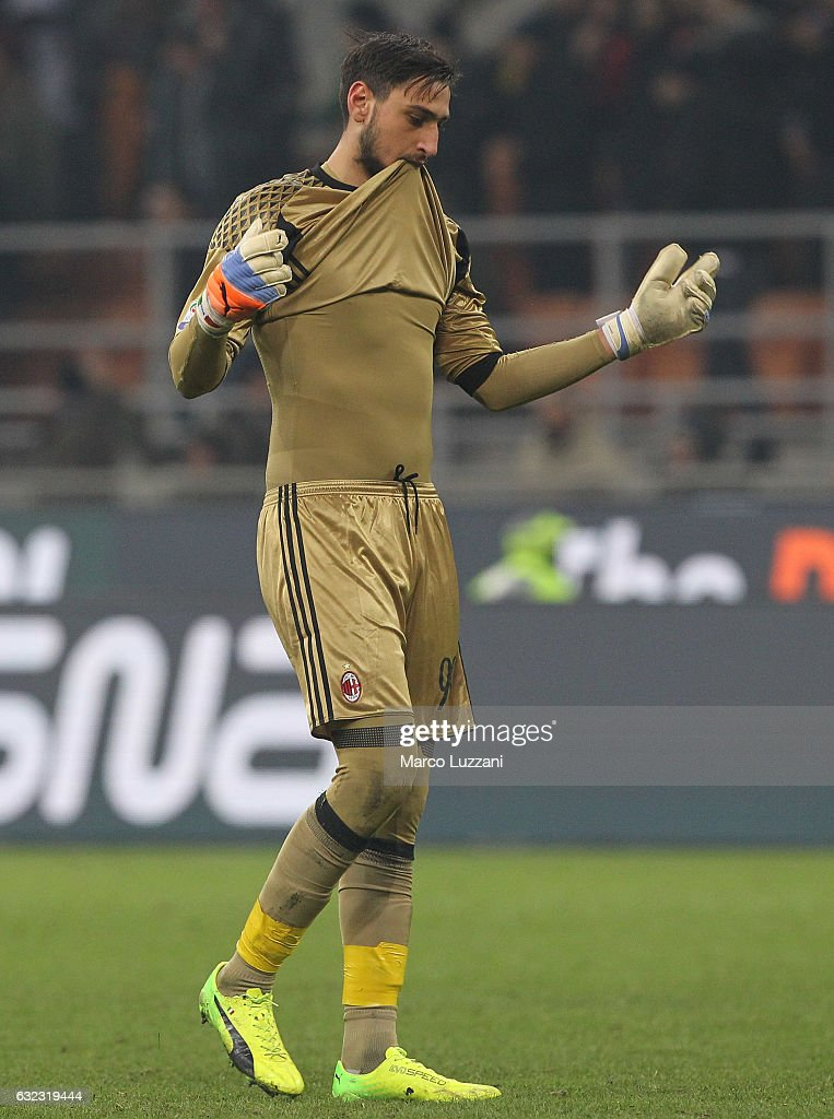 Gianluigi Donnarumma of AC Milan shows his dejection at the end of the Serie A match between AC Milan and SSC Napoli at Stadio Giuseppe Meazza on January 21, 2017 in Milan, Italy.