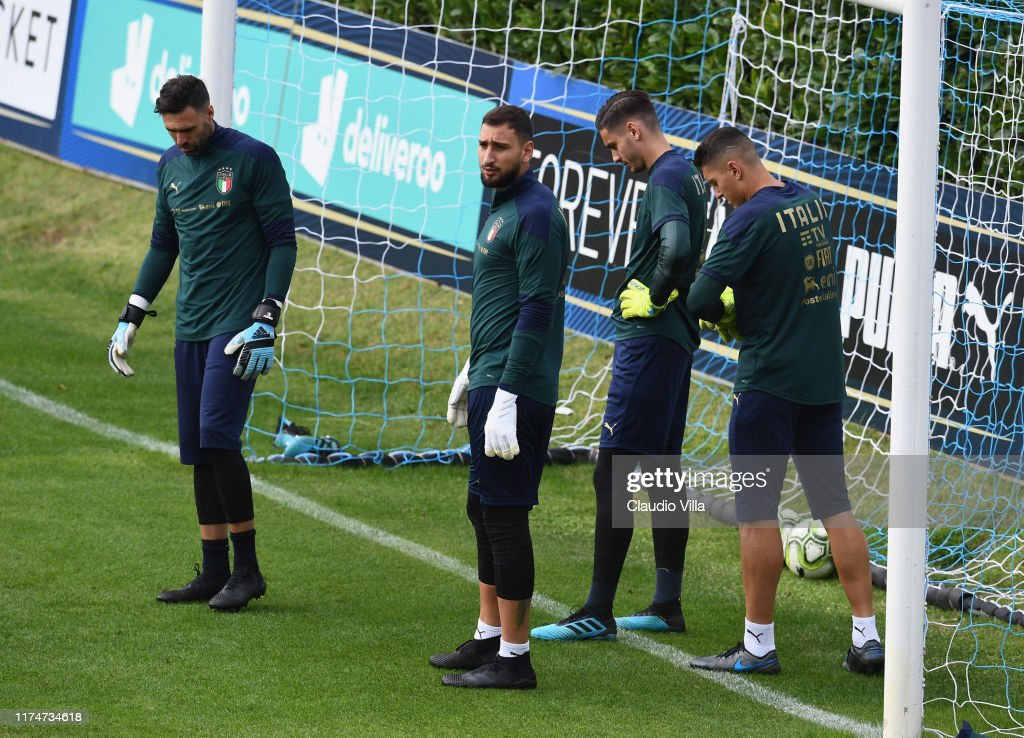 Italy Training Session And Press Conference : Photo d'actualité