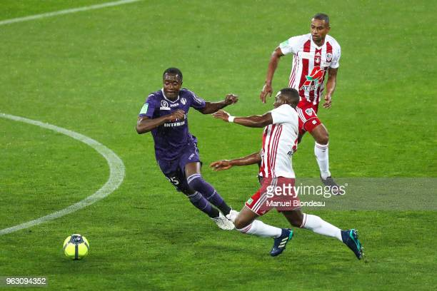 Giannelli Imbula of Toulouse and Abdoulaye Keita of Ajaccio during the Ligue 1 playoff match between Toulouse and AC Ajaccio on May 27 2018 in...