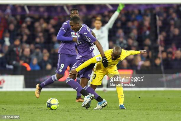 Giannelli Imbula of Toulouse and Lassana Diarra of Paris SG during the Ligue 1 match between Toulouse and Paris Saint Germain at Stadium Municipal on...