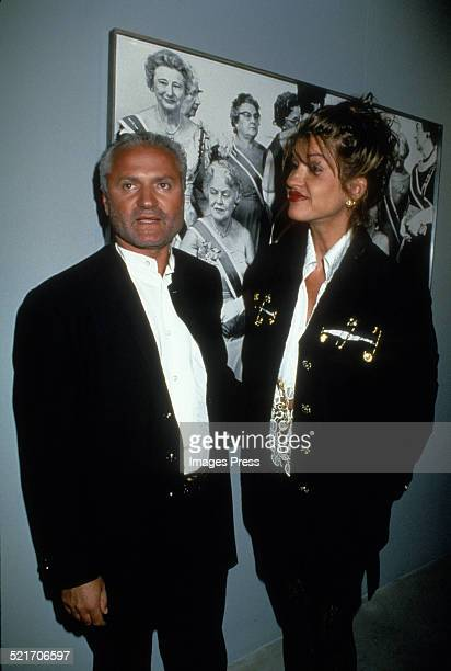 Gianni Versace and Janice Dickinson attends the Richard Avedon exhibition at the Whitney Museum on March 29 1994 in New York City
