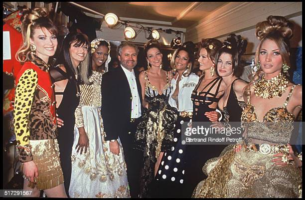 Gianni Versace with models Naomi Campbell Carla Bruni Karen Mulder Christy Turlington Haute Couture fashion show spring summer 1992 in Paris