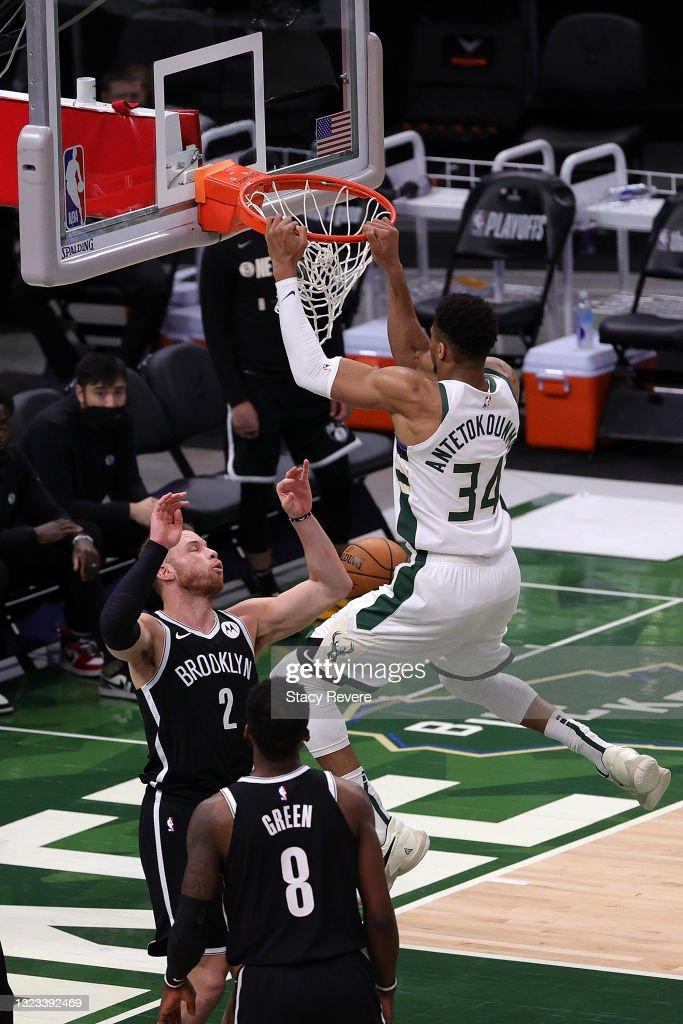 Giannis Antetokounmpo Of The Milwaukee Bucks Dunks Over Blake Griffin News Photo Getty Images