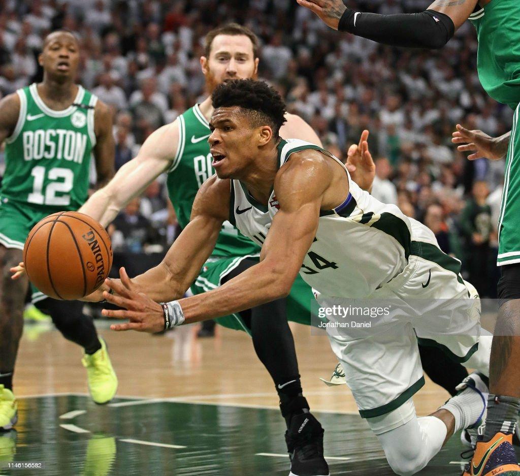 Boston Celtics v Milwaukee Bucks - Game Two : Foto di attualità