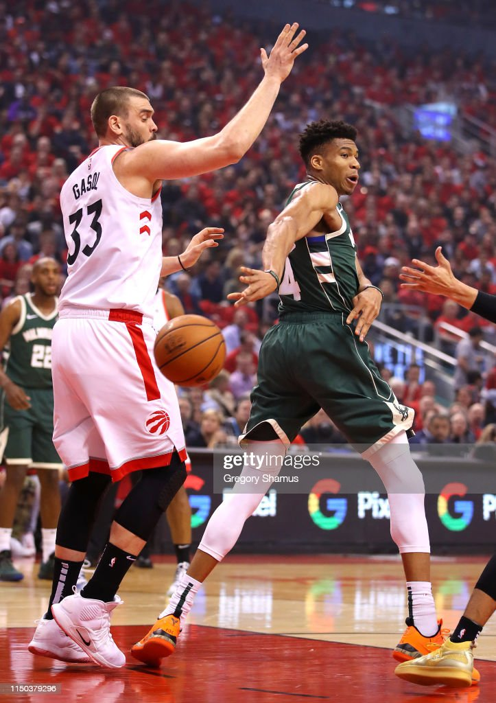 Milwaukee Bucks v Toronto Raptors - Game Three : News Photo