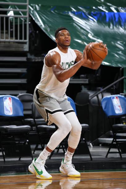 WI: Dallas Mavericks v Milwaukee Bucks