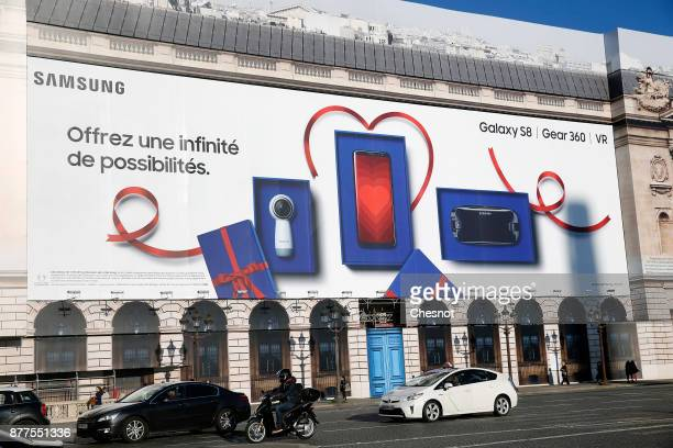 A giant advertisement for the new Samsung Galaxy S8 Gear 360 VR is displayed at 'Place de la Concorde' on November 22 2017 in Paris France The new...
